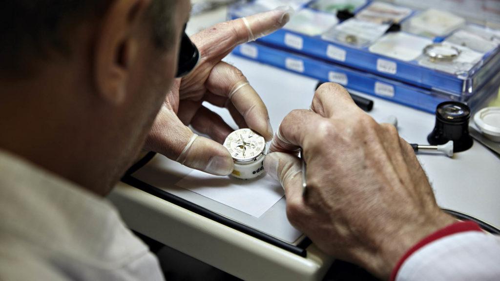 Neun Uhrmacher – fast alle mit Meistertitel – arbeiten bei Patek Philippe München und verantworten den Kundendienst.