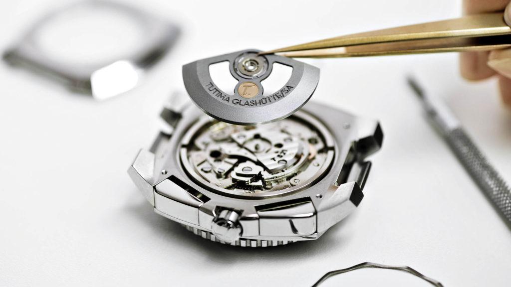 Im Glashütter Uhrenatelier von Tutima werden eigene Uhrwerke konstruiert, gefertigt und Uhren montiert.