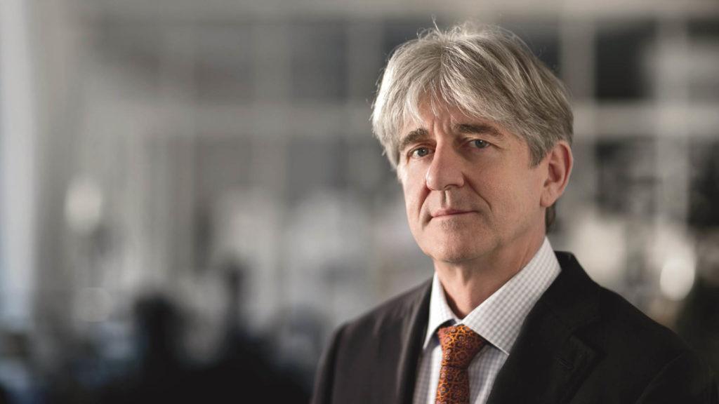 Jochen Benzinger, Spezialist für feine Dekorationen.
