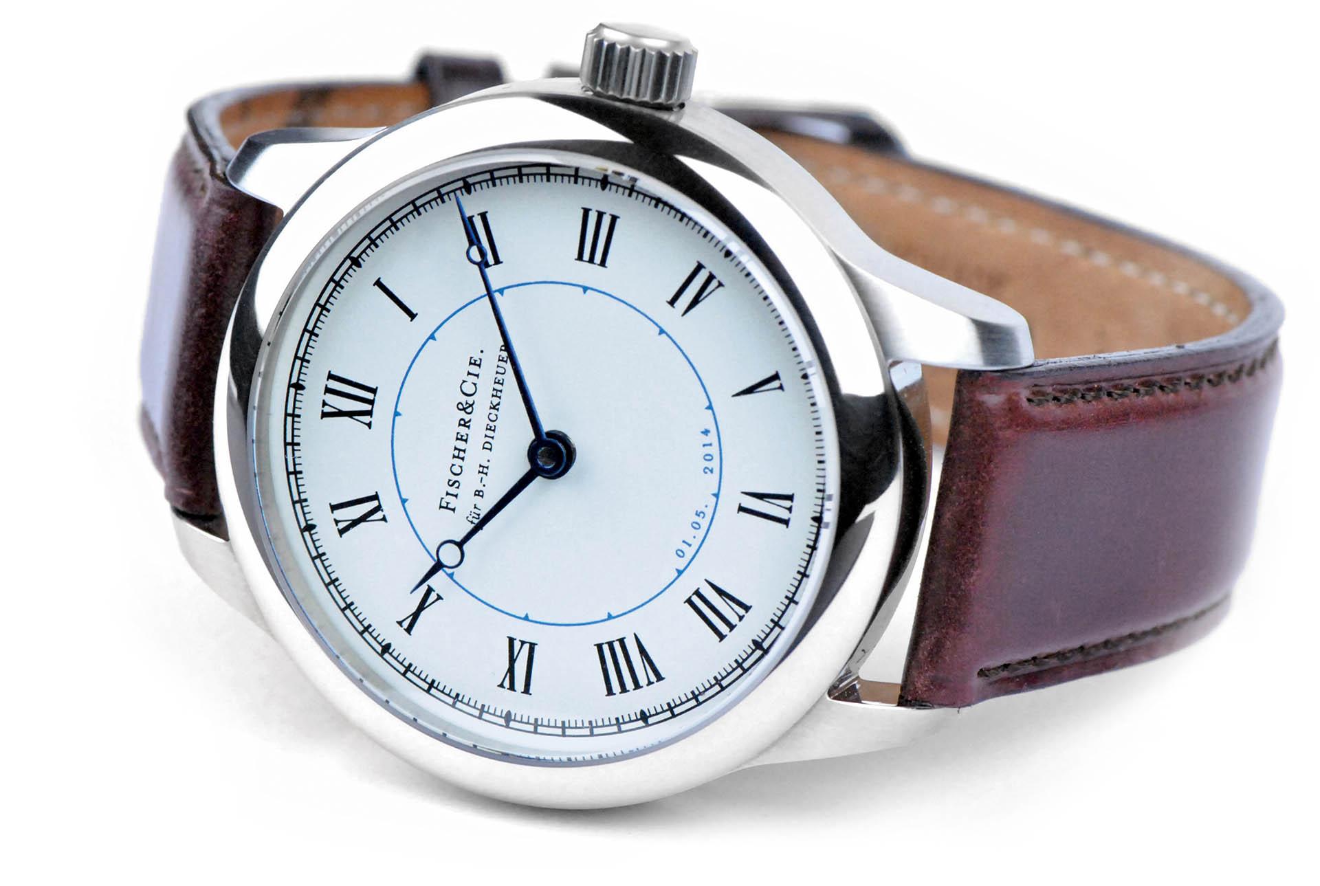Fischer & Cie. fertigt Uhren nach Kundenwunsch, mit individuellem Gehäuse, Krone, Zifferblatt, Zeiger und Werk.