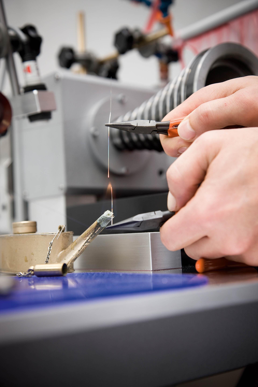 In den Ateliers von Montblanc beziehungsweise Minerva können eigene Uhruhspiralen gefertigt werden