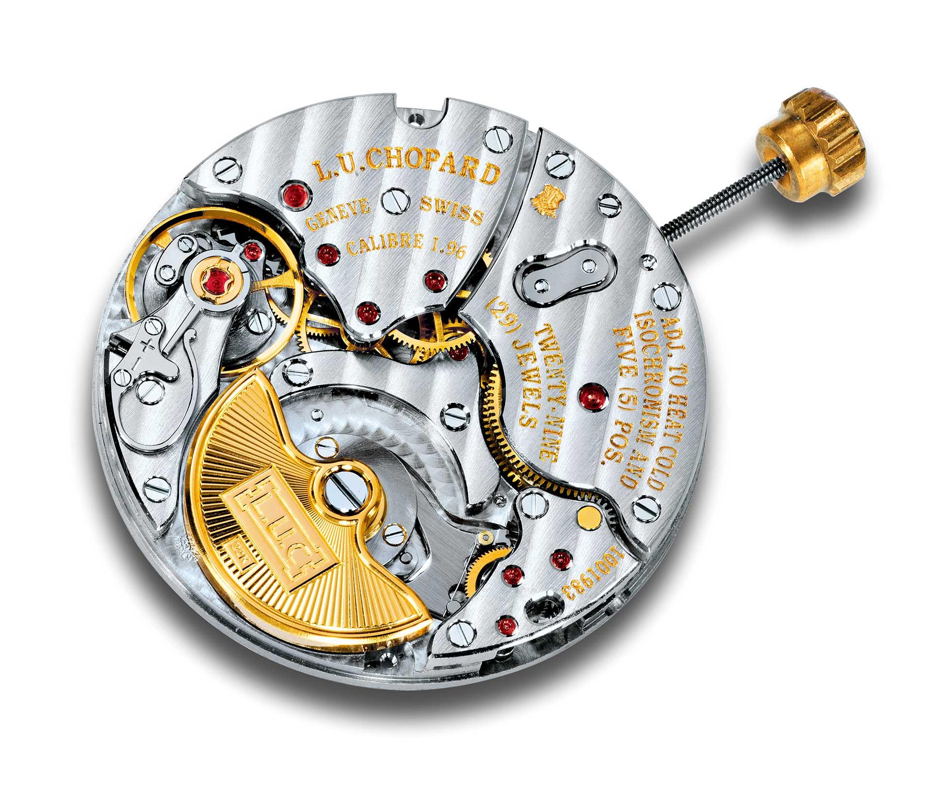 Ein ins Werk versenkter Mikrorotor wie im Chopard Manufakturkaliber 1.96 erlaubt eine flachere Bauweise. Um sein Gewicht zu erhöhen, ist er aus massivem Gold gefertigt.