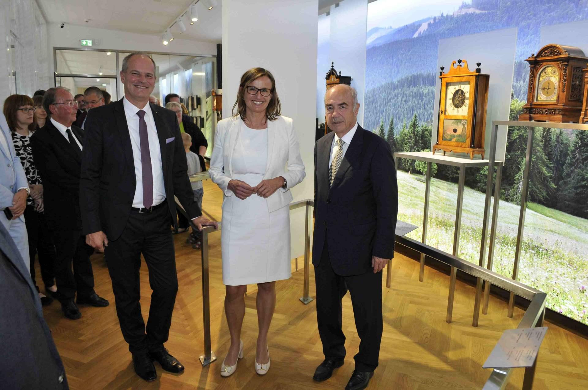 Eröffnung des Junghans Terrassenbau Museums mit (von links) Junghans-Geschäftsführer Matthias Stotz, Staatssekretärin Katrin Schütz und Hausherr Hans-Jochem Steim, Inhaber der Uhrenfabrik Junghans.