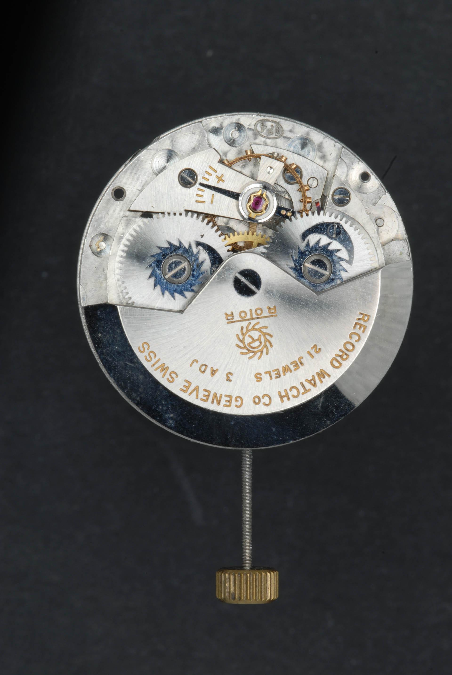 Record Kaliber 174 mit offen liegenden Klinkenrädern