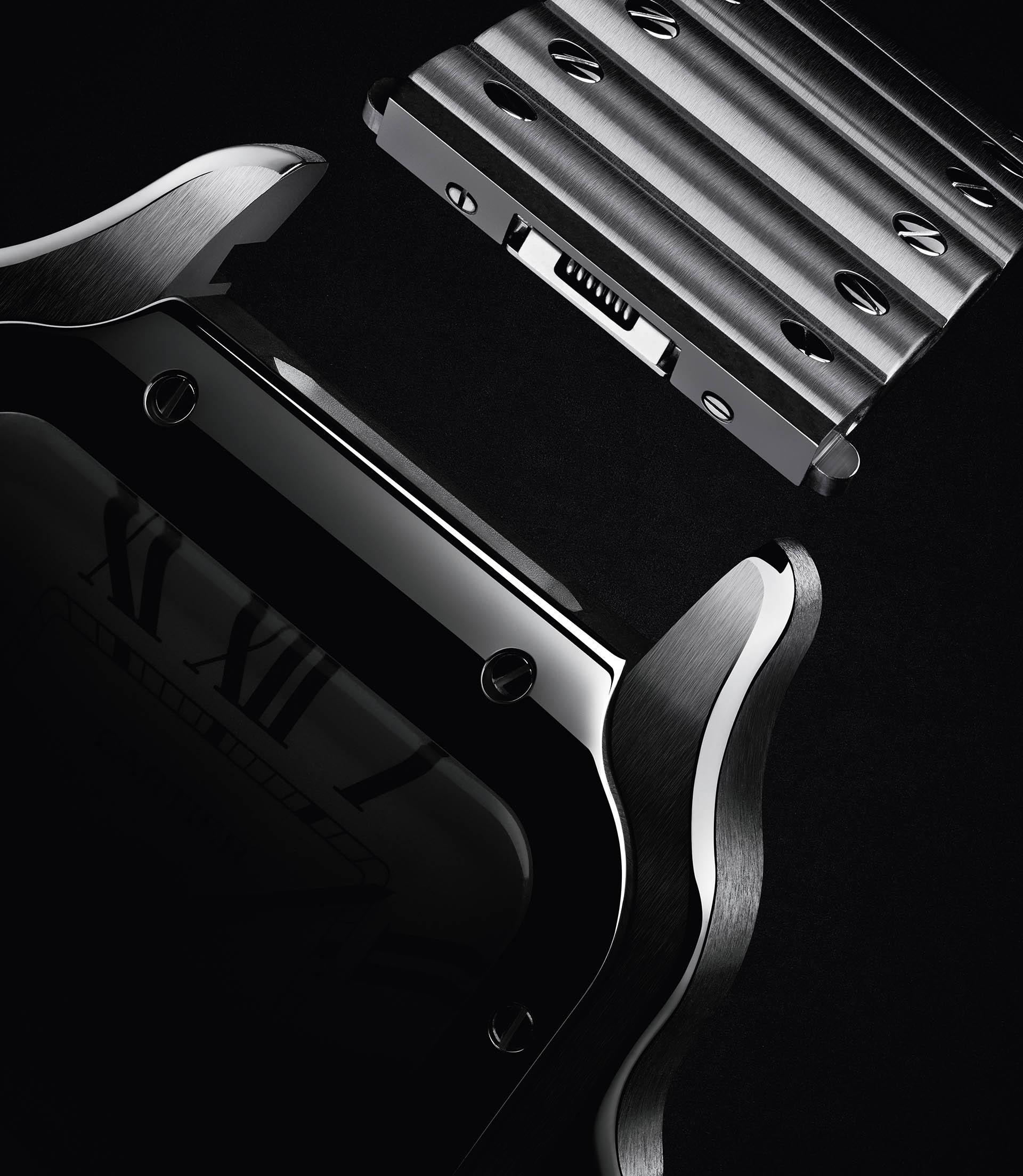 Das neue QuickSwitch-Armbandwechselsystem ermöglicht bei der Santos de Cartier den komfortablen Austausch des Armbands.