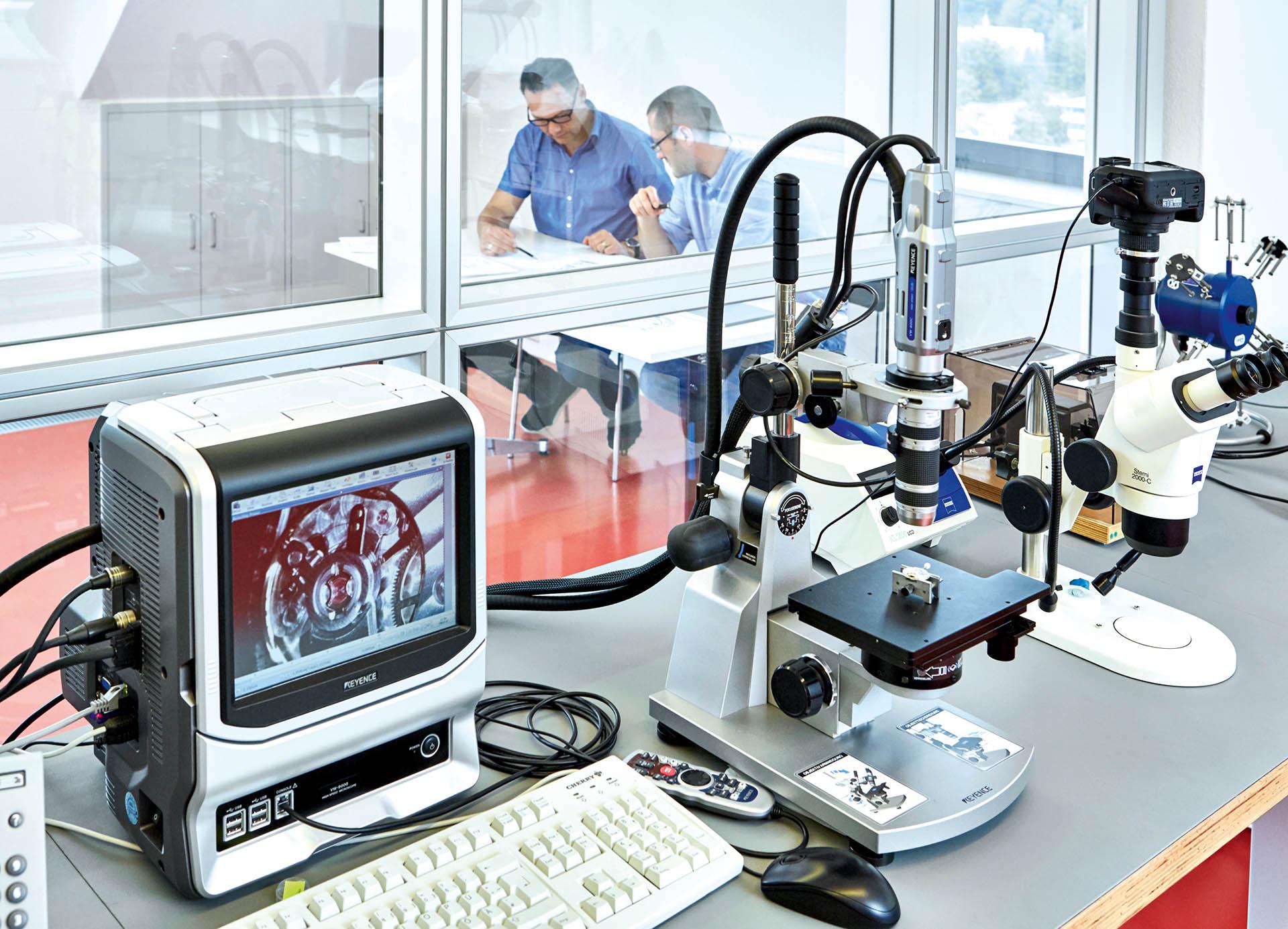 Abteilung Forschung und Entwicklung bei Nomos Glashütte