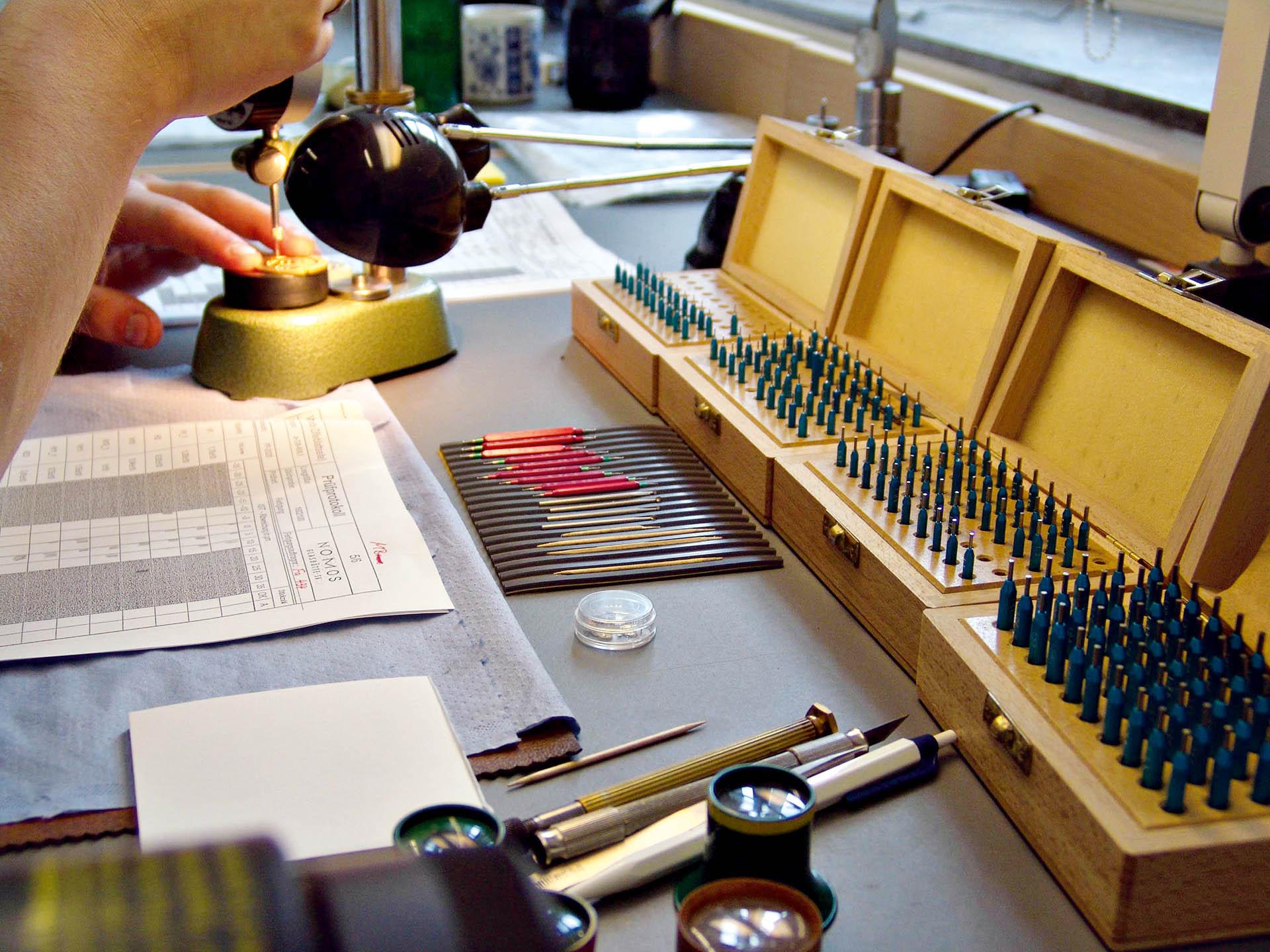 Vermessen von Komponenten Uhrmacherwerkstatt Nomos Glashütte