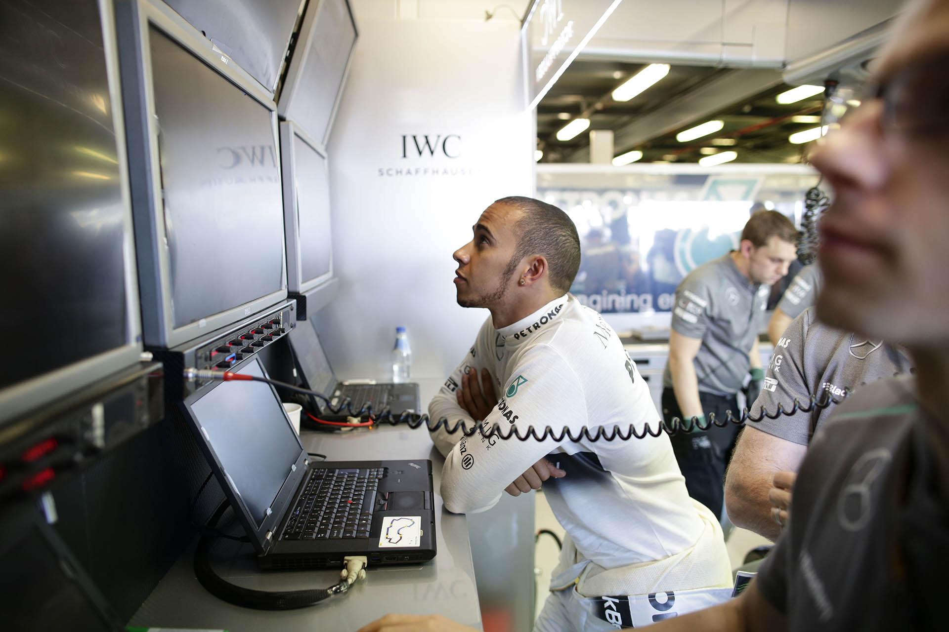 IWC-Testimonial Lewis Hamilton in der Mercedes-Box