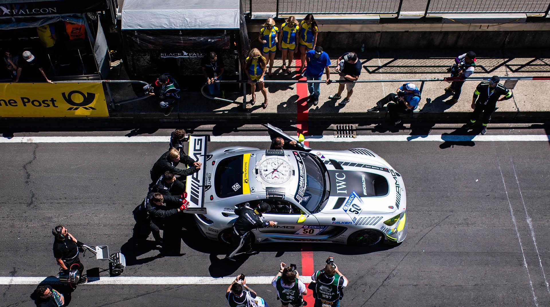 AMG Mercedes mit IWC-Sponsorbeschriftung auf dem Nürburgring