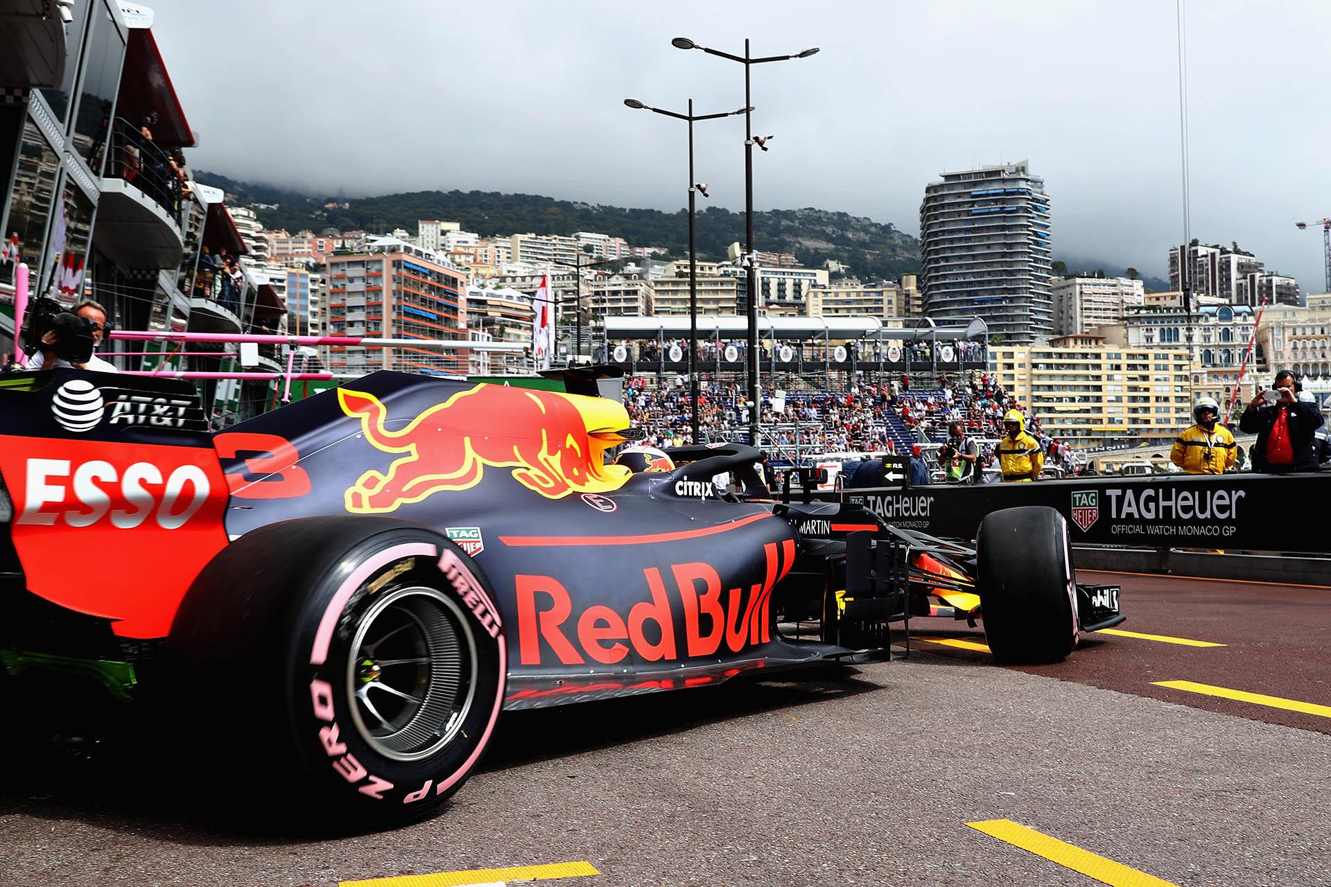 Daniel Ricciardo im Aston Martin Red Bull Racing RB14 TAG Heuer