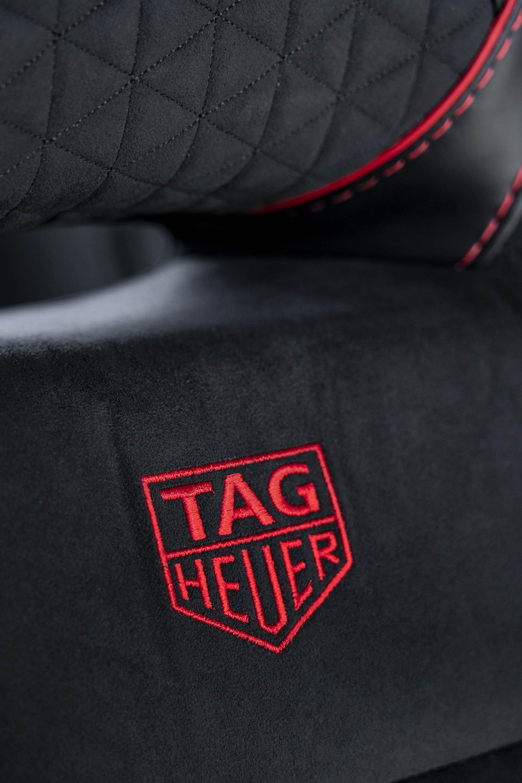 Die Sitze des Aston Martin DBS TAG Heuer Edition sind mit dem Logo bestickt.