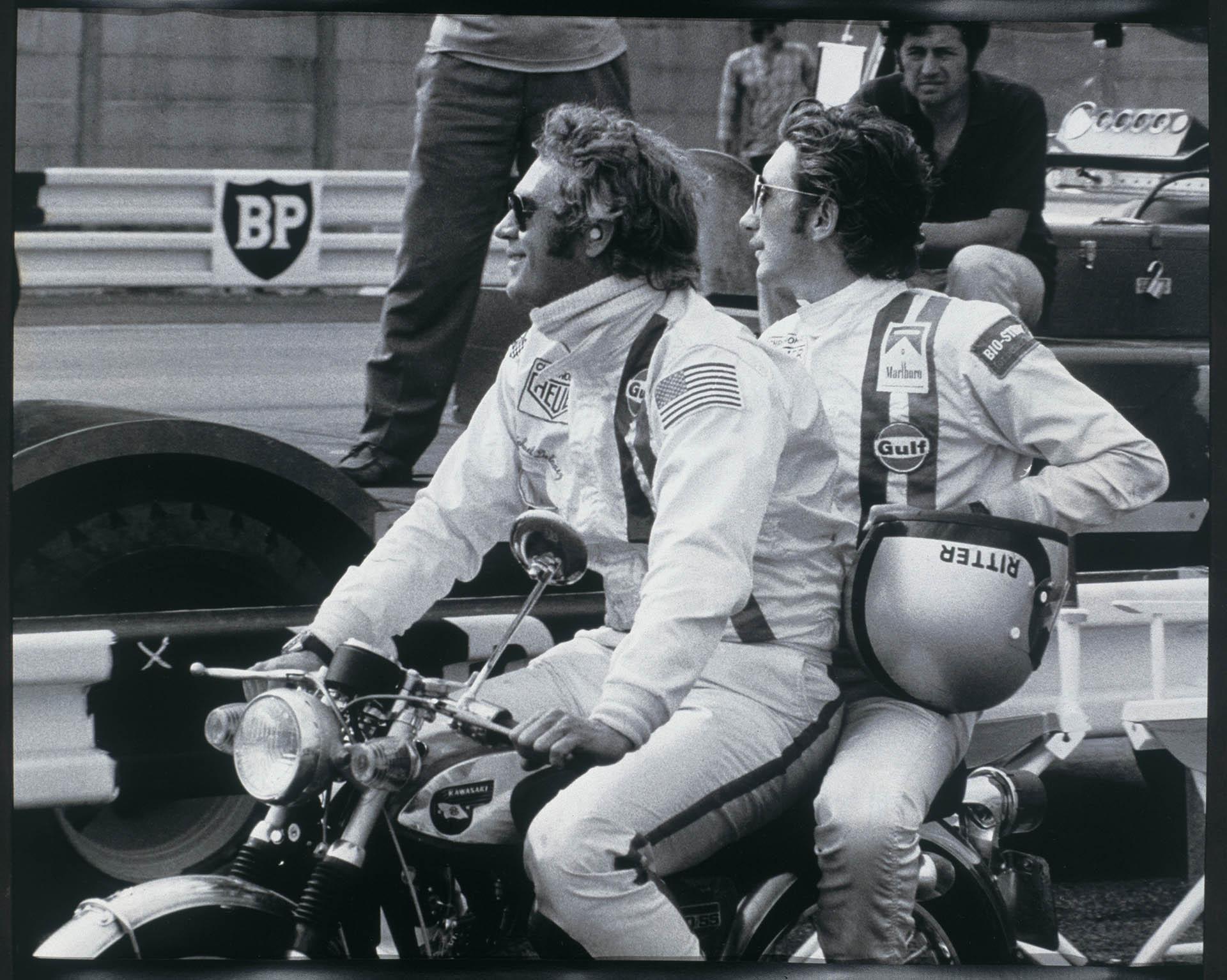 Steve McQueen und Jo Siffert auf Motorrad in Le Mans 1970