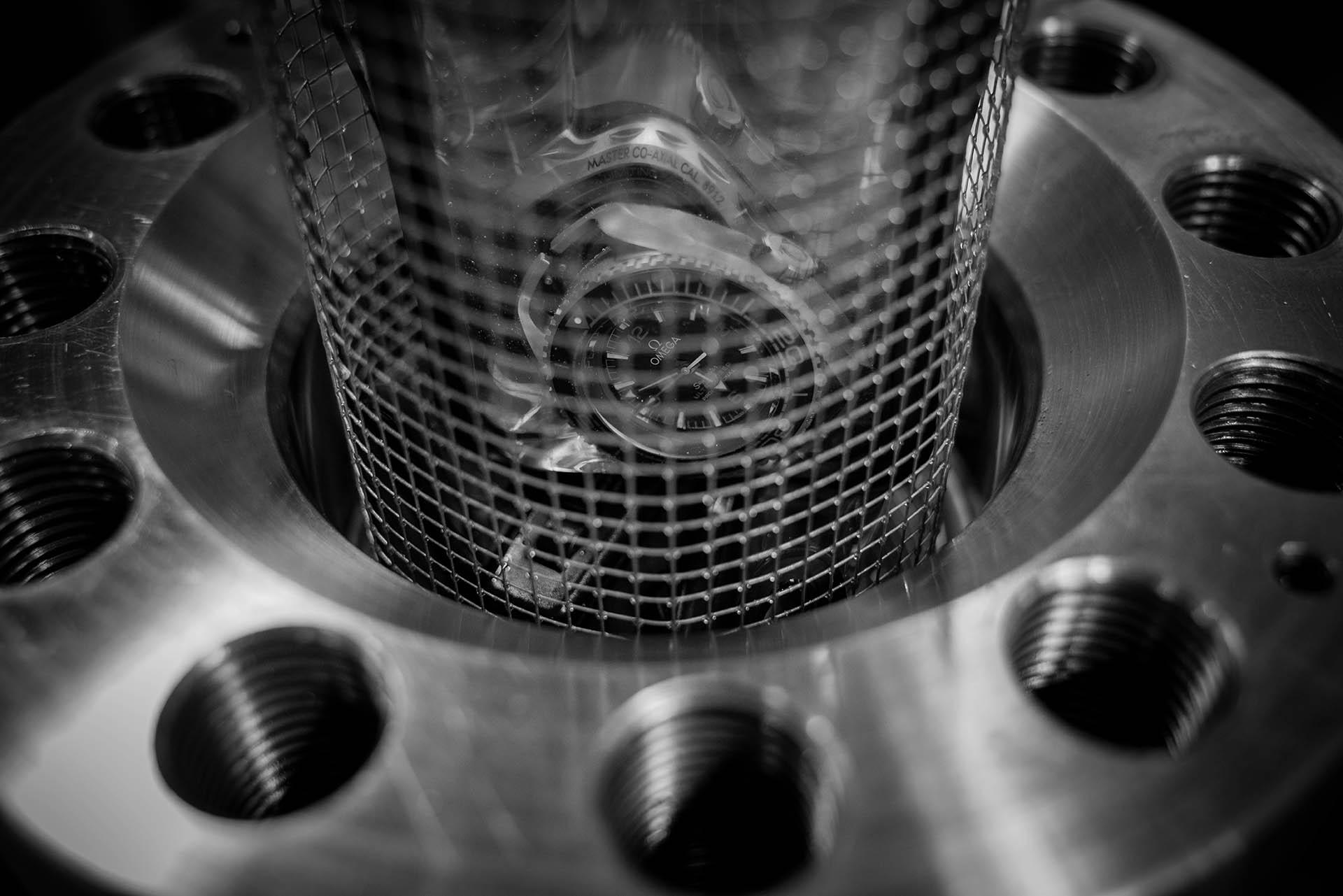 Im Labor wurde die Ultra Deep auf 15.000 Meter wasserdicht getestet (25% Sicherheitszugabe).